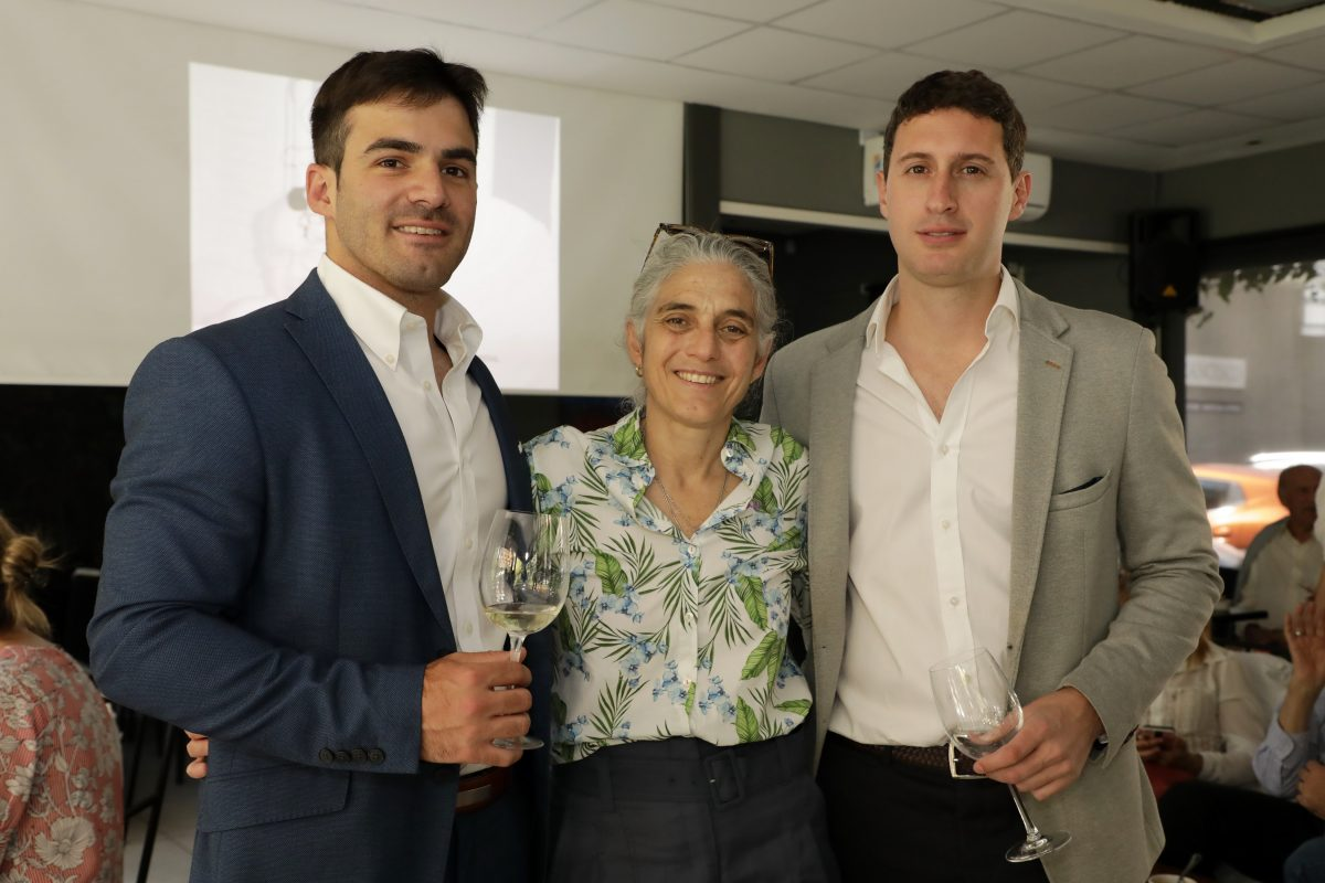 Joaquín y Beatriz Barbera junto a Juan Pablo Bustos